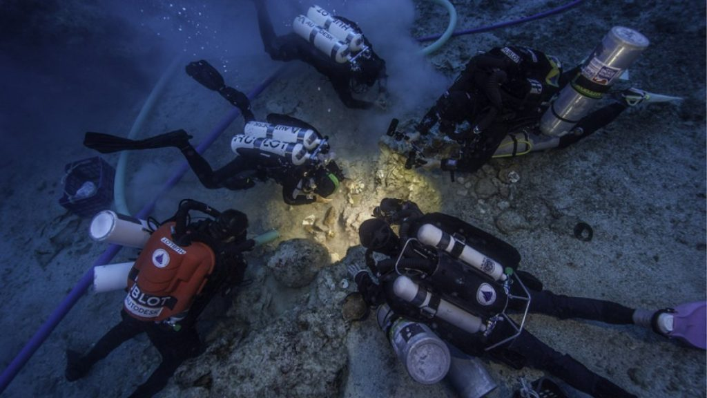 Archaeologists Brendan Foley, Theotokis Theodoulou and Alex Tourtas excavate the Antikythera Shipwreck skeletal remains, assisted by Nikolas Giannoulakis and Gemma Smith. Credit: Photo by Brett Seymour, EUA/WHOI/ARGO