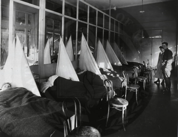American soldiers being treated during the 1918 Spanish flu pandemic.