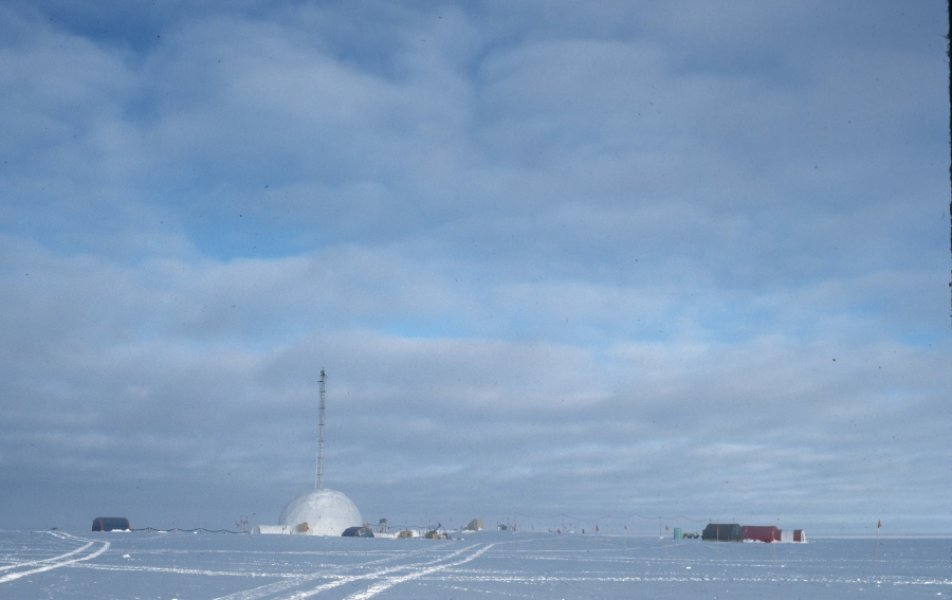 Researchers at Princeton University analyzed ice cores collected in Greenland and Antarctica to determine levels of atmospheric oxygen over the last 800,000 years. Credit: Stolper, et al.